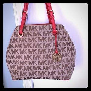 ❤️❤️ Beautiful Michael Kors Bag!!